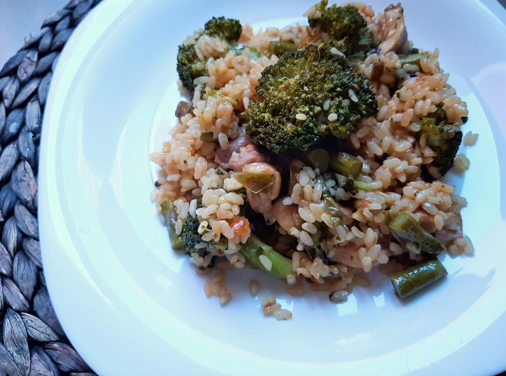 arroz con pollo y brocoli