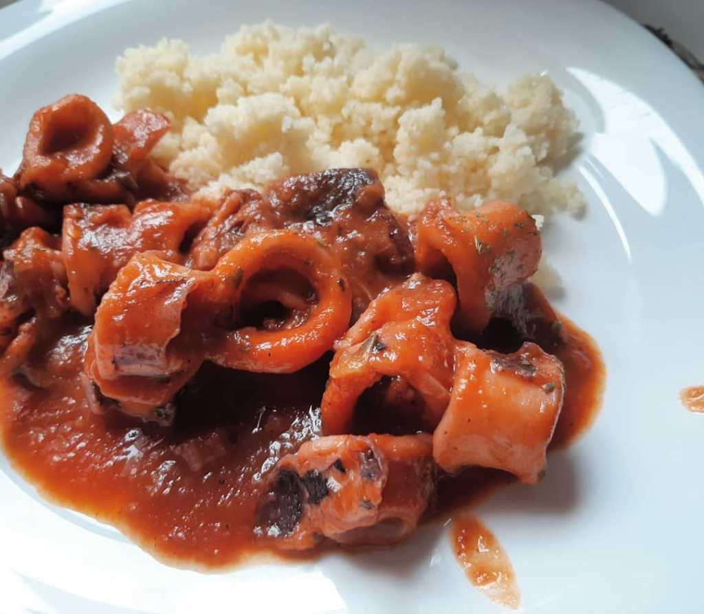 emplate calamares en salsa con couscous